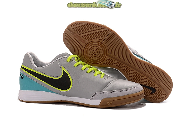 Chaussure Nike Tiempo Mystic V INIC Gris