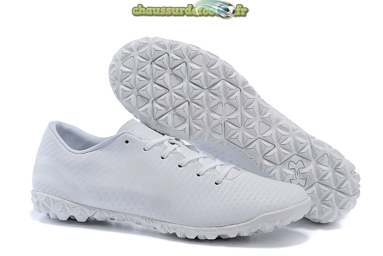 Chaussure Under Armour Clutchfit Force TF Blanc