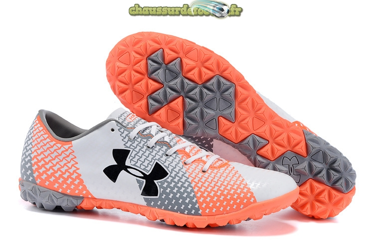 Chaussure Under Armour Clutchfit Force TF Gris Blanc Rouge